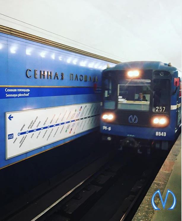 """Вход в метро """"Сенная"""" закрывают по утрам. Фото https://www.instagram.com/metrospbphoto/"""