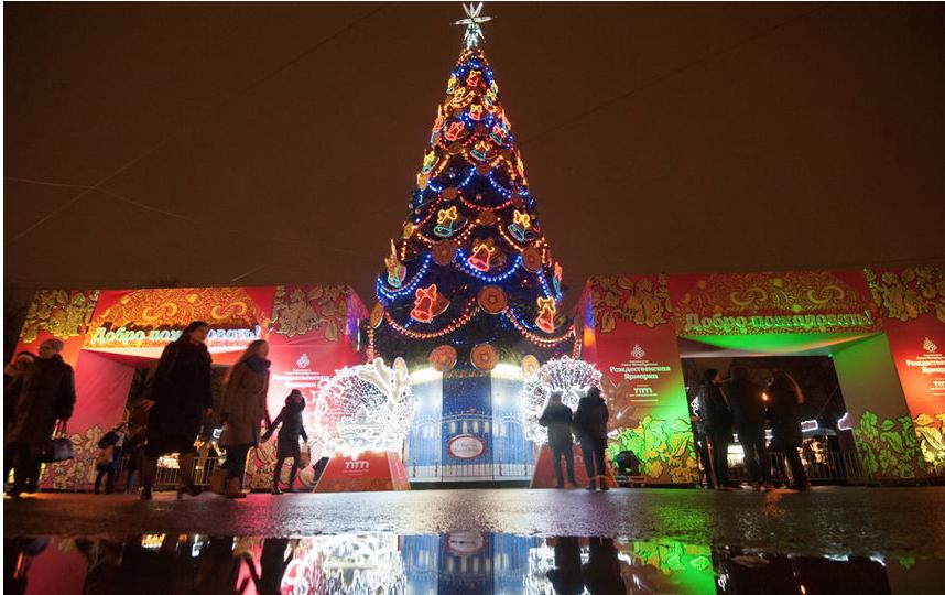 """Рождественская ярмарка в Петербурге. Фото """"Metro"""""""