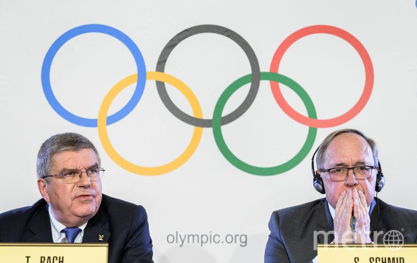 Президент Международного олимпийского комитета (МОК) Томас Бах и председатель Комиссии МОК Сэмюэл Шмидт, чей коллектив занимался расследованием о существовании в России государственной системы поддержки допинга. Фото AFP
