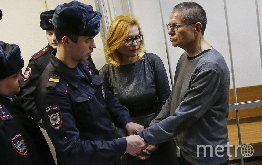 Адвокат Виктория Бурковская и экс-глава Минэкономразвития Алексей Улюкаев в зале суда. Фото AFP