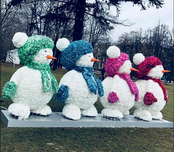 Снеговики в необычном для себя пейзаже. Фото Наталья Баринова | facebook