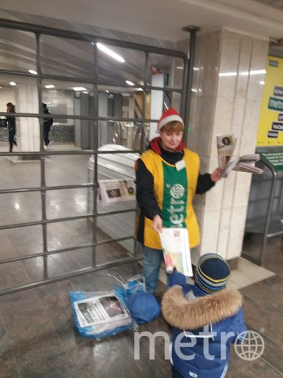"""Каждое утро, я хожу к тёте Наташе на станцию """"Бибирево"""" за газетой для дедушки. Фото Валерий Малахов"""