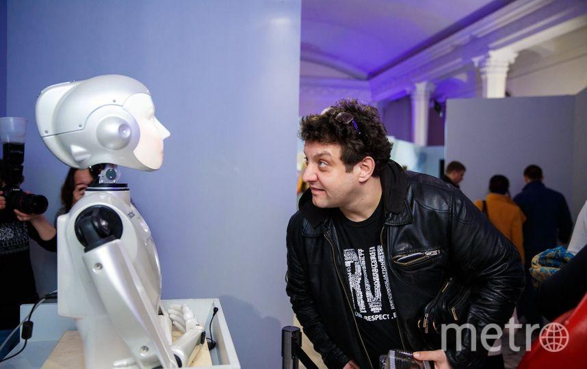 Михаил Полицеймако и робот. Фото Предоставлено организаторами мероприятия.