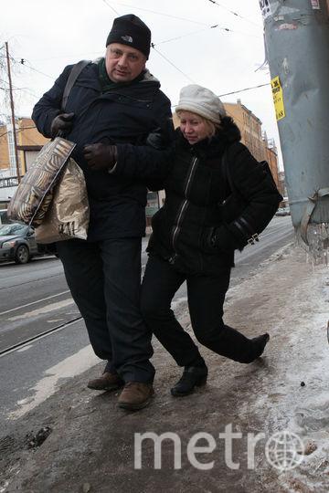 В Петербурге начался сезон гололеда. Фото все - Святослав Акимов.