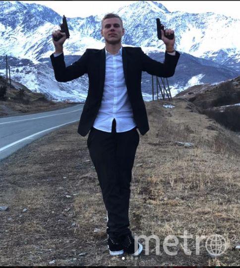 Фото Кокорина с двумя пистолетами появилось в блоге.