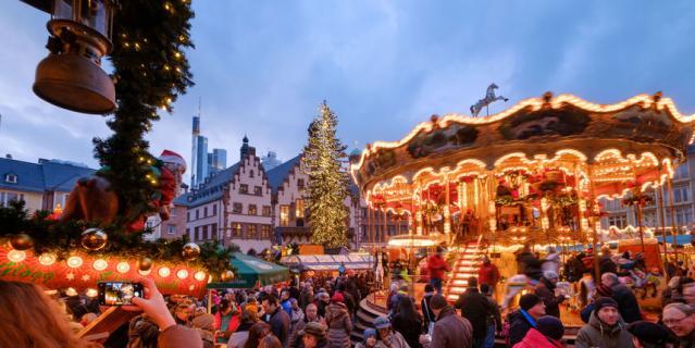 В Германии работают рождественские ярмарки.