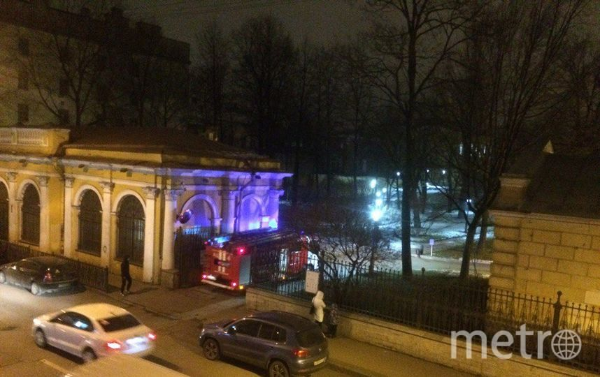 Пожар произошел в Юсуповском саду у дворца на Мойке.