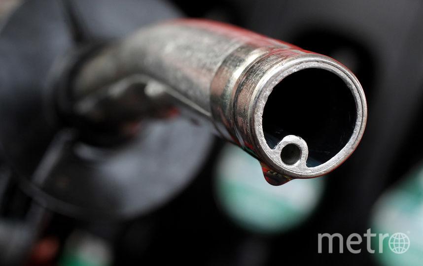 На заправках в Петербурге было пусто - отпускать бензин без кассового чека запрещено. Фото Getty