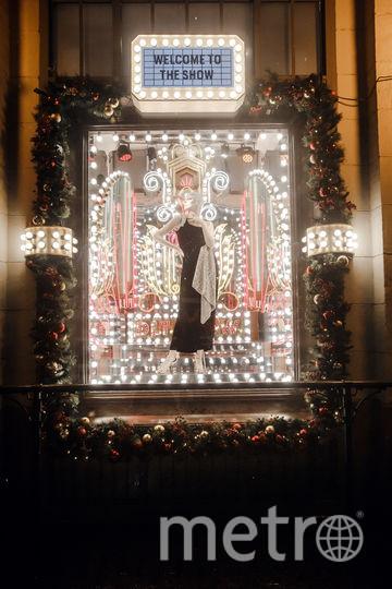 Витрину крупного торгового центра украсили к новогодним праздникам. Фото Предоставлено организаторами
