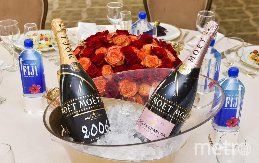 Чиновнику можно подарить и шампанское. Фото Инфографика – Павел Киреев., Getty