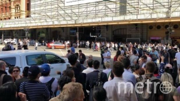 ВМельбурне неизвестный наджипе протаранил толпу. Среди пострадавших ребенок