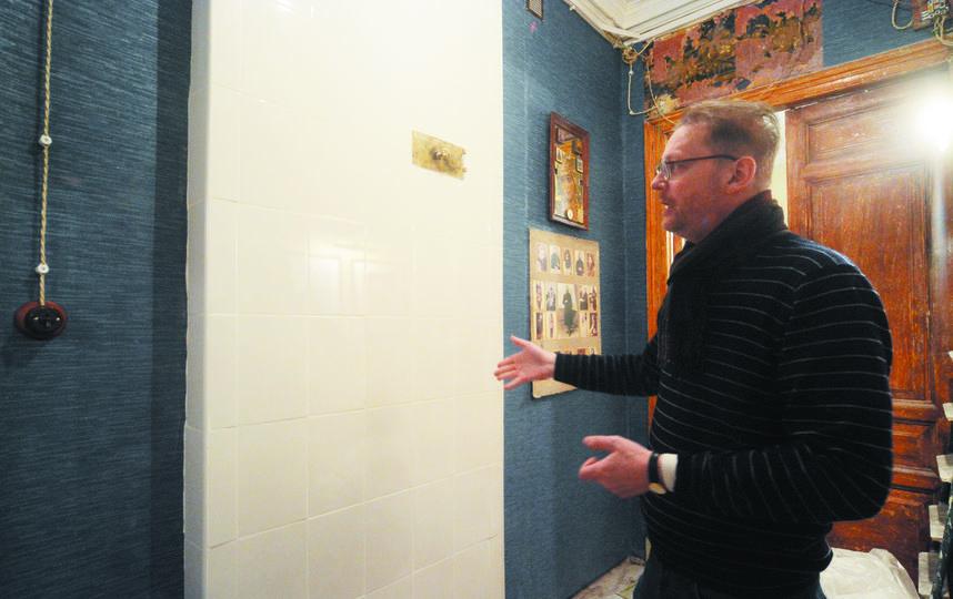 """У Распутина много почитателей. Они приходят в квартиру на Гороховой и ждут помощи от старца. Фото """"Metro"""""""