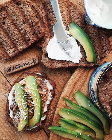 Бутерброды с тунцом и авокадо. Фото Скриншот Instagram: katerina_kg