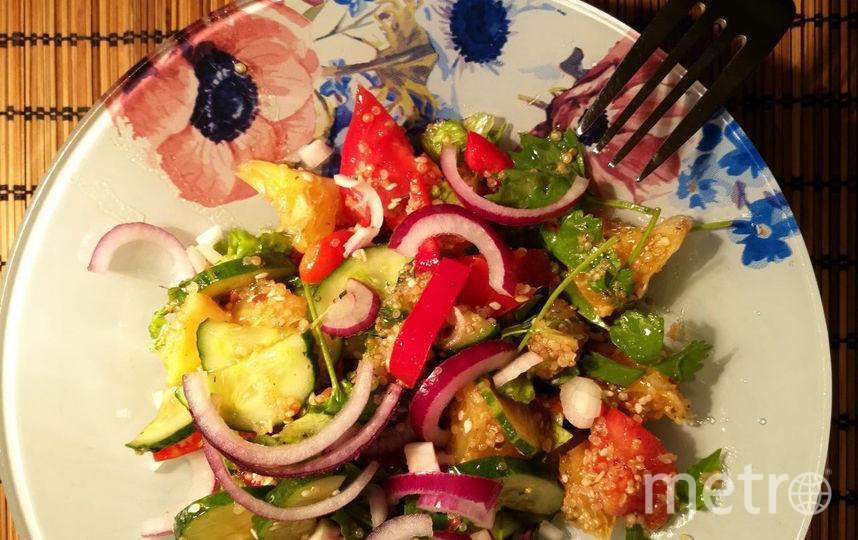 """Детокс-салат с киноа и умопомрачительной заправкой. Фото Алина Данг, """"Metro"""""""