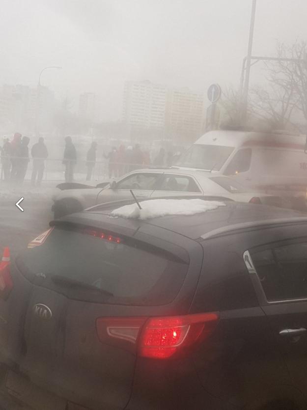 Пострадавшую в ДТП на Валуевском шоссе в Москве эвакуировали на вертолёте. Фото Скриншот vk.com/moimsk.