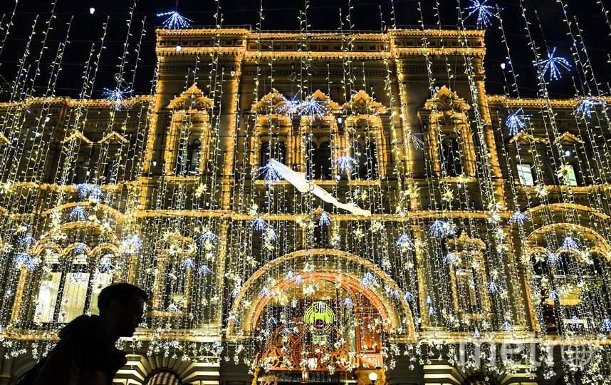 В ожидании Нового года Москва превратилась в настоящую сказку. Фото AFP