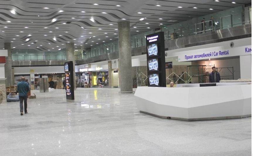 """В Петербурге аэропорт Пулково был парализован из-за снегопада. Фото """"Metro"""""""