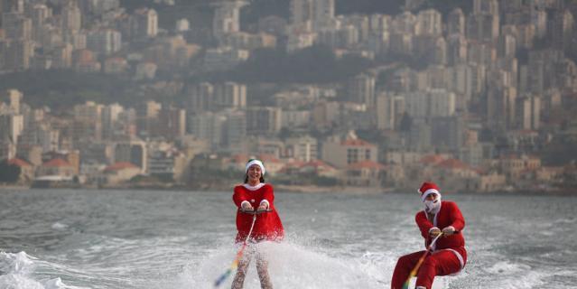 Рождественское выступление членов ливанского клуба водных лыж.