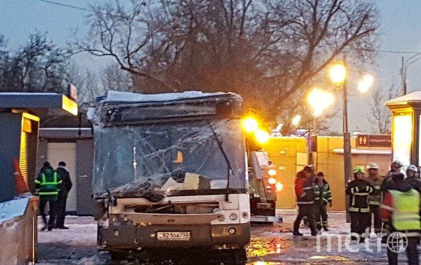 Спасатели вытащили автобус. Фото Василий Кузьмичёнок