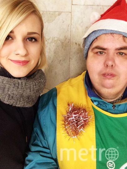 Милая и очень скромная распространительница газеты на ст. метро Царицыно!) Желаем всем большого счастья в Новом году. Фото Злата