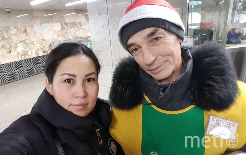 Этот добрый эльф всем раздают газету с улыбкой на Домодедовской.Спасибо за то что с радостью нам даете газету, чтобы мы были в курсе о новостях. Фото Назгул Кенжебаева