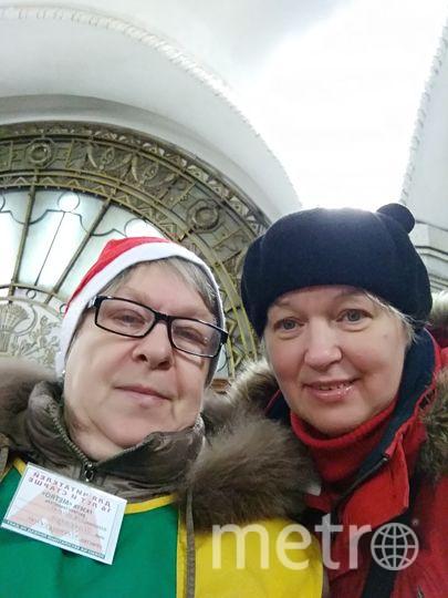 Каждое утро я начинаю с газеты Метро, на станции Белорусская кольцевая. Поздравляю распространительницу газеты с наступающим новым годом и желаю всегда нас радовать встречей с газетой. Фото Надежда Бирюкова