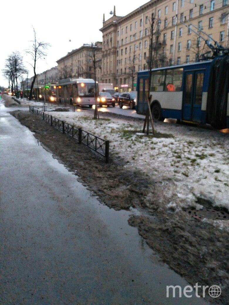 В Петербурге автобус выехал на тротуар после столкновения с маршруткой: Фото. Фото ДТП и ЧП | Санкт-Петербург | Питер Онлайн | СПб, vk.com