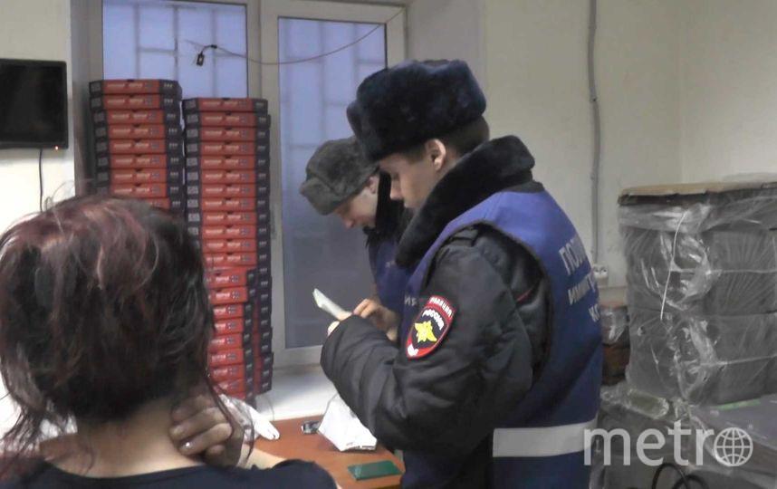 Проверка проходила в двух суши-барах на Васильевском острове. Фото пресс-служба ГУВД Петербурга