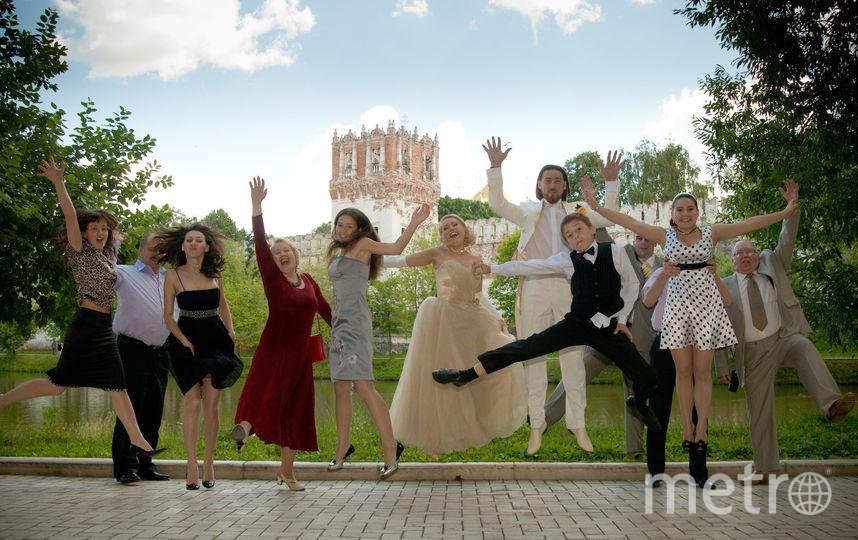Высылаю вам наш свадебный прыжок на фоне Новодевечьего монастыря. Фото Сабирова Екатерина