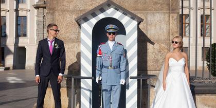 Сама свадьба проходила в Праге. Есть очень много фото, прикрепляю одно. Данное фото сделано с почетным караулом Пражского града. Фото Владислав и Ирина.