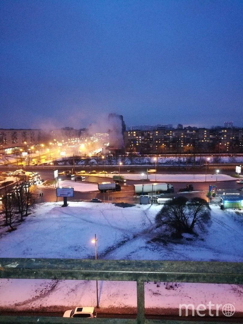Пожар на проспекте Славы. Фото vk.com/spb_today., vk.com
