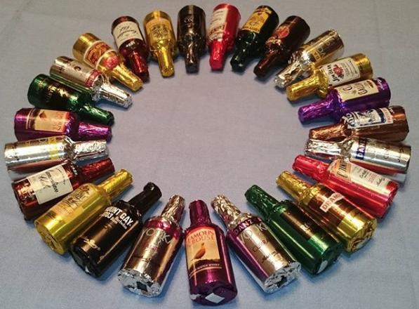 Конфеты в форме бутылок с алкоголем. Фото Скриншот Instagram: lady_zabvenie_666