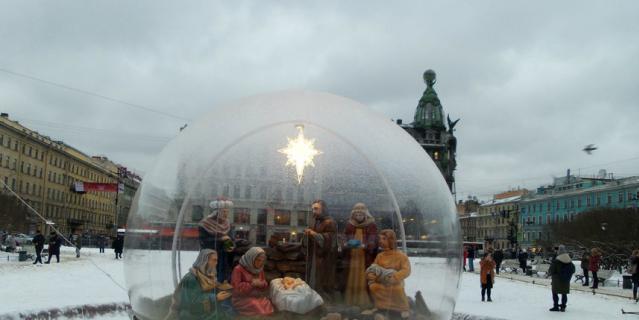 У Казанского собора.