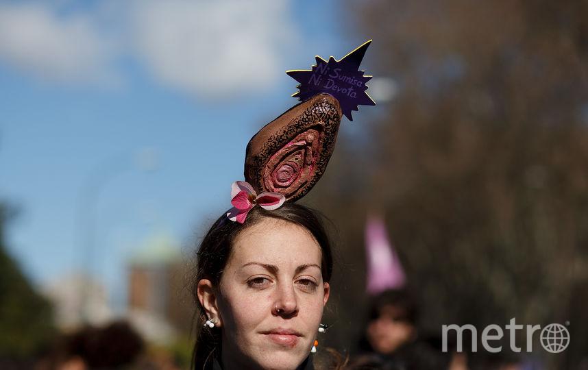 "Женщина с ""вагиной"" на голове. Фото Getty"