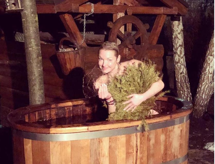 В 2018-м Волочкова уже окунулась в купель. Фото instagram.com/volochkova_art