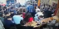В Сети появилось видео массовой драки в ночном клубе в Якутии