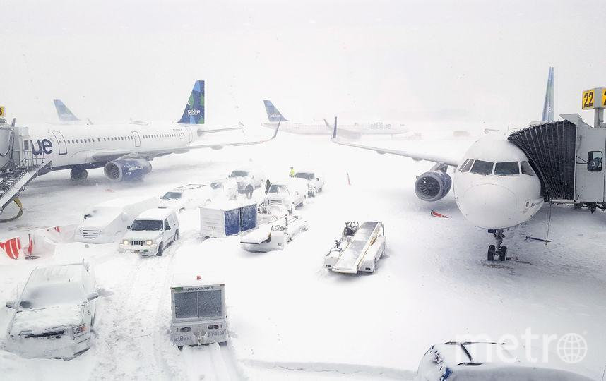 Международный аэропорт имени Джона Кеннеди приостановил работу 4 января, часть пассажиров наземным транспортом перенаправили в Вашингтон. Фото AFP