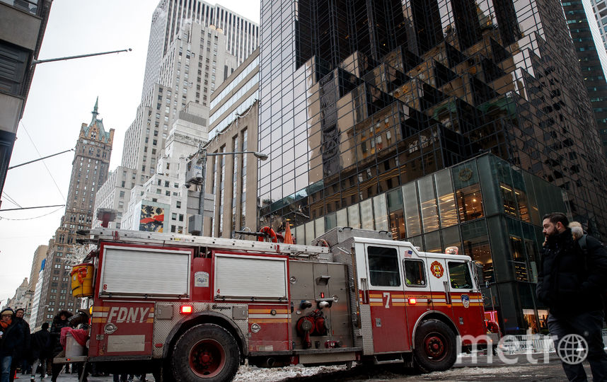 Пожарные работают на месте возгорания в Trump Tower. Фото AFP