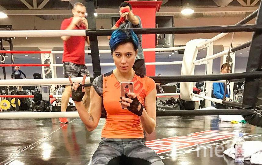 Настасья Самбурская уделяет много времени тренировкам в спортзале.. Фото instagram.com/samburskaya