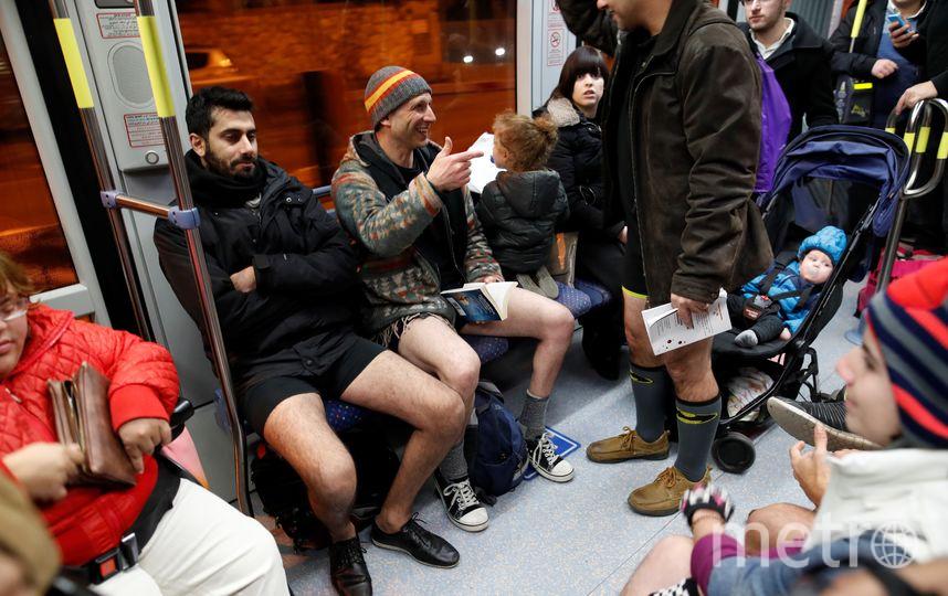 "Флешмоб ""В метро без штанов"" в Израиле. Фото AFP"