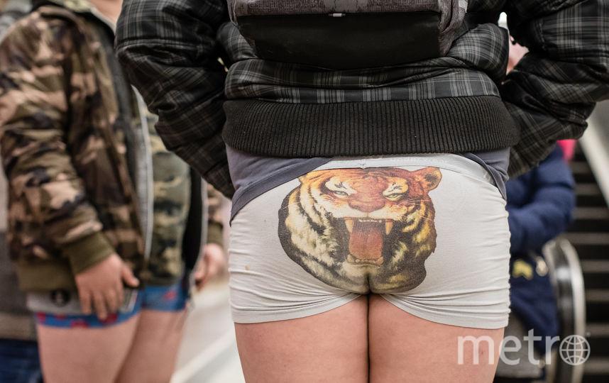 """Флешмоб """"В метро без штанов"""" в Польше. Фото AFP"""