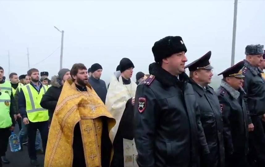 """Петербургские депутаты обнаружили на Кубани """"нерелигиозный крестный ход"""". Фото Скриншот Youtube"""