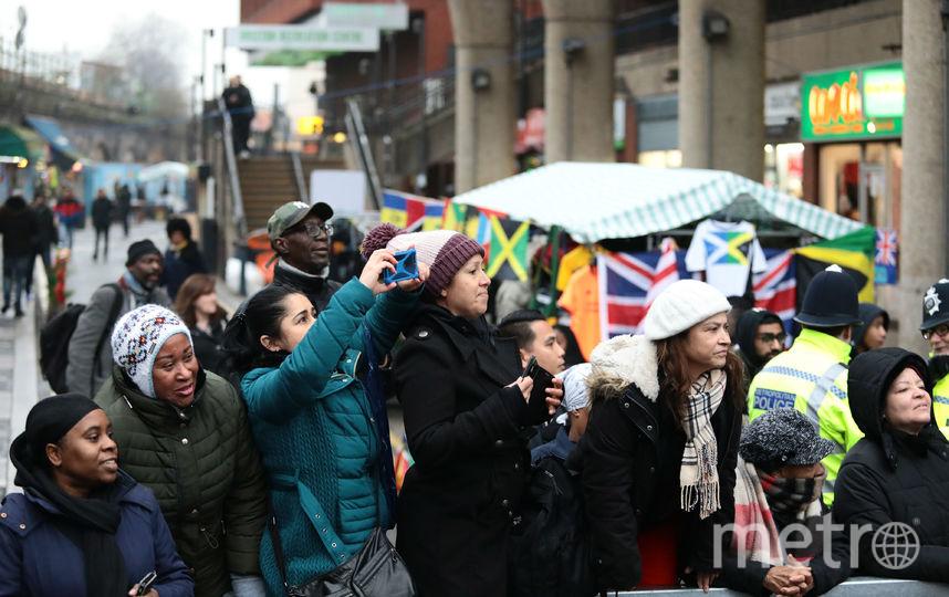 Британцы встречают принца Гарри и Меган Маркл 9 января. Фото Getty