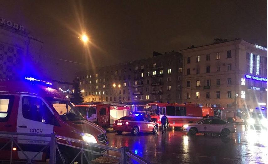 Взрыв в супермаркете Петербурга. Фото Фото ДТП и ЧП | Санкт-Петербург | vk.com/spb_today., vk.com