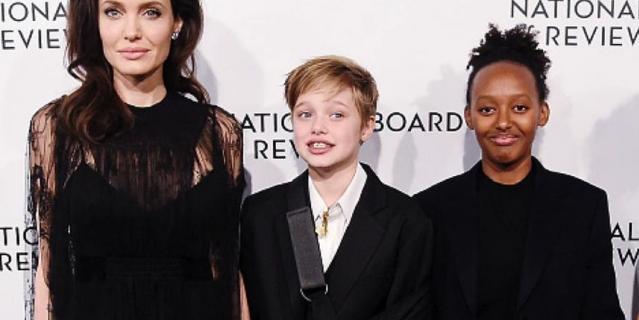 Анджелина Джоли с дочками Шайло и Захарой.