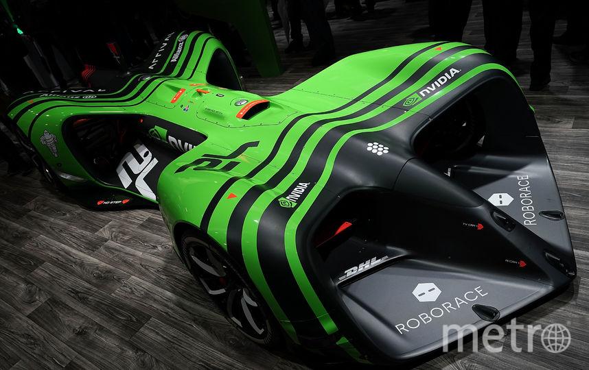 Автомобиль Roborace демонстрируется на стенде Nvidia во время CES 2018. Фото Getty