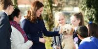 Сама элегантность: беременная Кейт Миддлтон посетила школу в Лондоне
