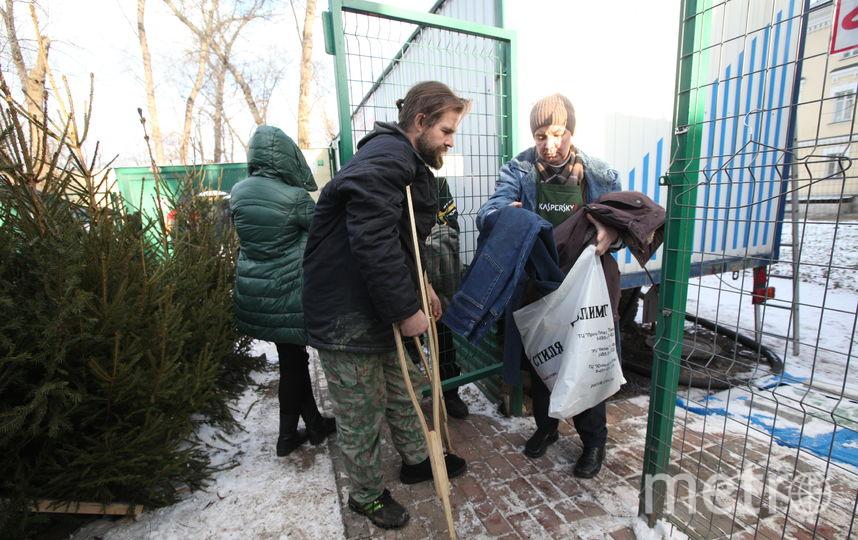 В центре помощи бездомным «Ангар спасения» принимают любую одежду. Фото Роман Балаев.