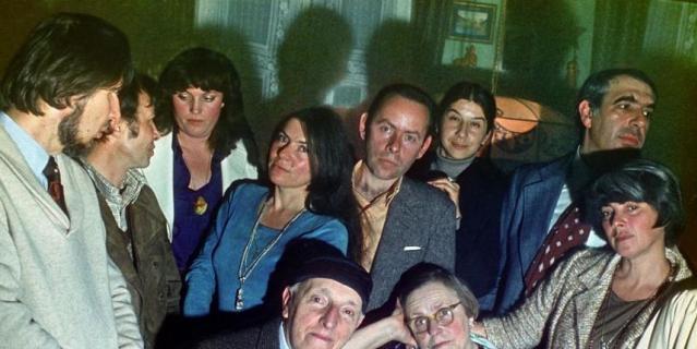 Фото сделано в день 40-летия Бродского - его родители и друзья.