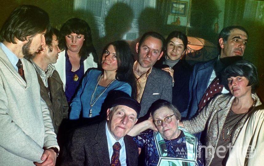 Фото сделано в день 40-летия Бродского - его родители и друзья. Фото Мильчика. Предоставлено Фондом создания музея И. Бродского